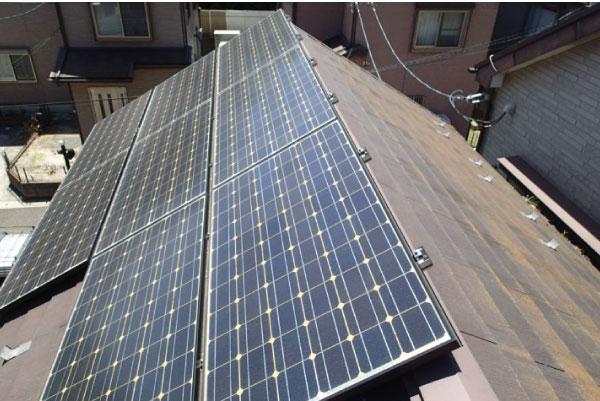 太陽光発電の設置をご検討の方には屋根カバー工法はおすすめしません