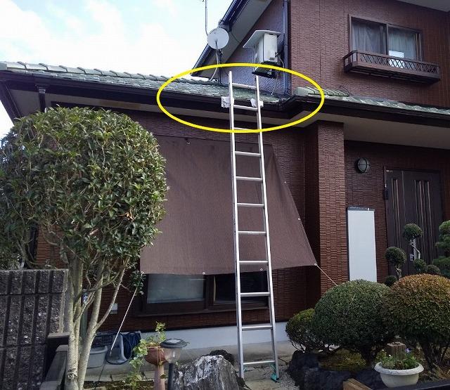 梯子を掛ける様子