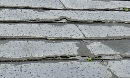 経年劣化による屋根材