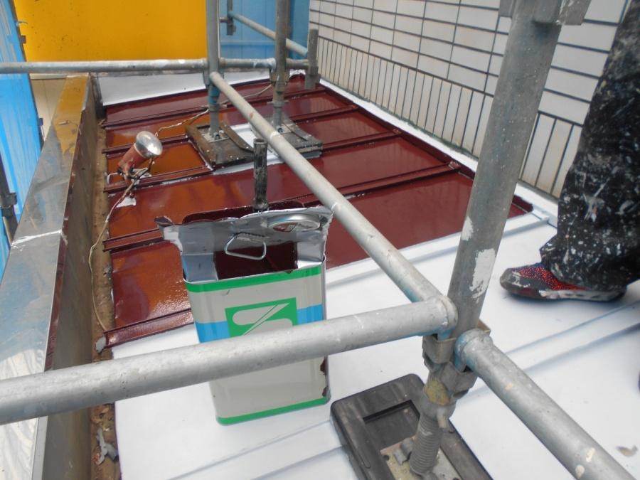 つくば市のY様宅の本日の工事はベランダ塗装工事の下塗りです。