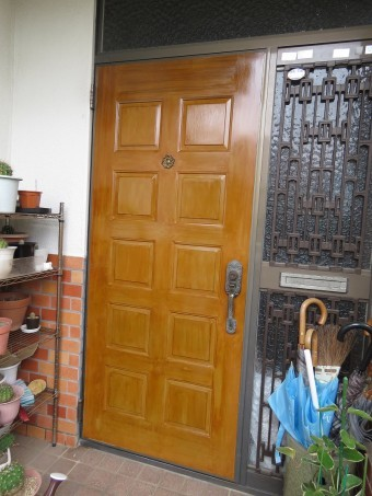 玄関ドアー塗装1