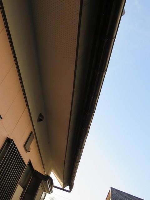 下に下がった屋根の様子
