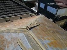 稲敷で板金が剥がれた屋根
