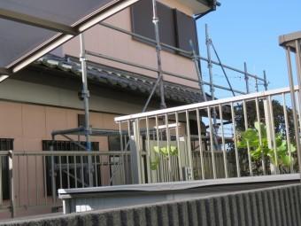 下屋根を撤去する足場