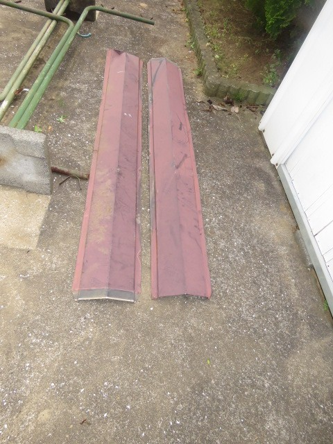稲敷市のN様から、屋根の棟板金が吹飛ばされたので治して下さい