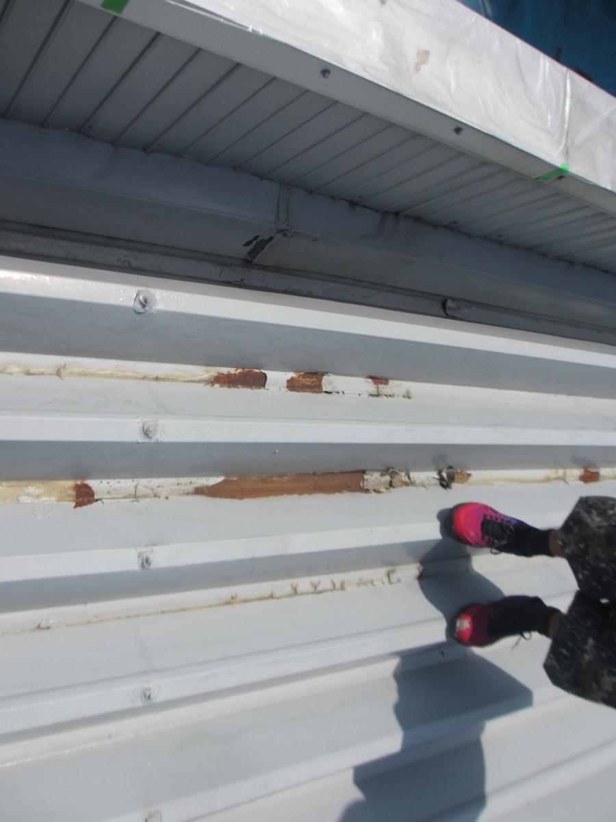 つくば市のY様宅の本日の工事は、屋根の下塗り工事に成ります。