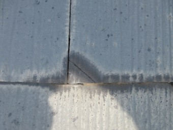 スレート屋根材の破損状況