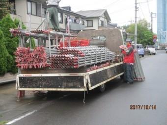 足場トラック車