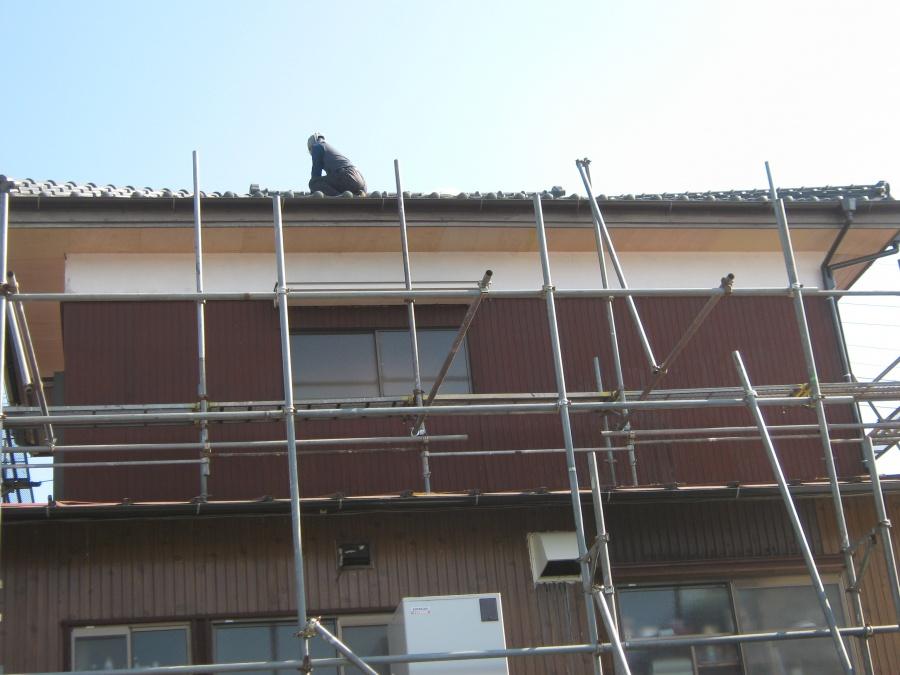取手市で雨樋と屋根瓦の漆喰工事依頼を受けお伺いいたしました。