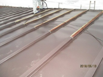 瓦棒屋根のカバー工法に依る
