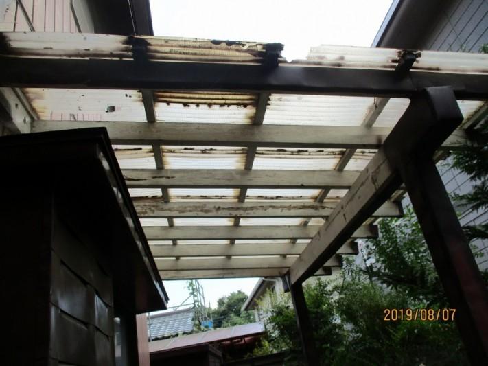 テラスの波板を違う屋根材で葺き替え