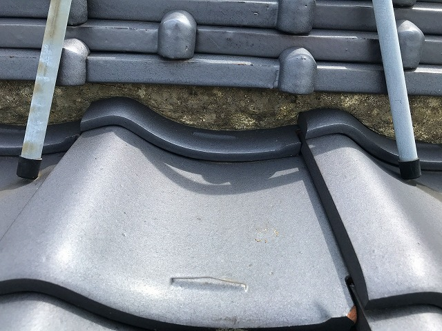 経年劣化による黒染みの様子 屋根漆喰補修