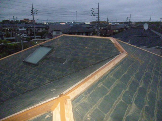 龍ヶ崎市のM様邸の本日の工事は、棟板金の交換工事で御座います