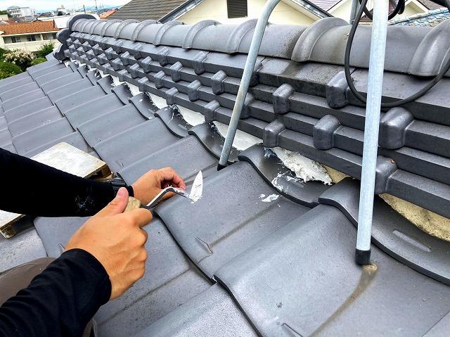 屋根漆喰 詰込作業 漆喰補修