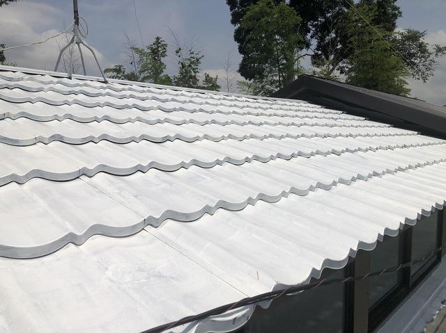 屋根板金全体の下塗り塗装の完成