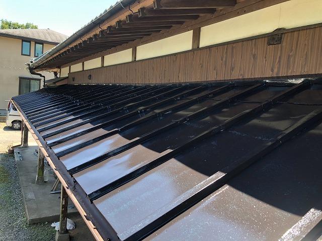 中塗り塗装 瓦棒屋根板金 仕上がり